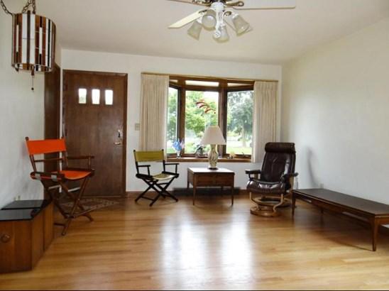 Living Room w/ Pretty HW Floor (photo 2)