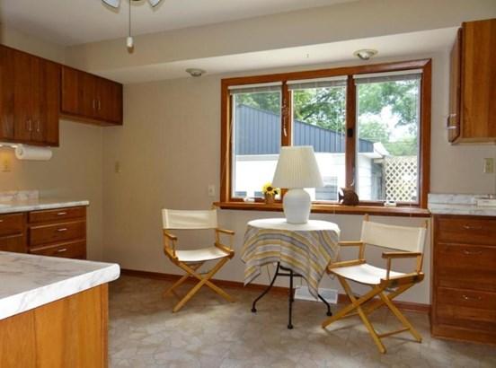 Kitchen Eating Area (photo 3)