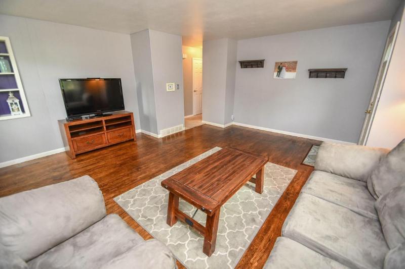 Living Room 3 (photo 5)