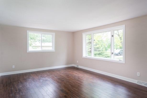 Alternate View of Living Room (photo 3)