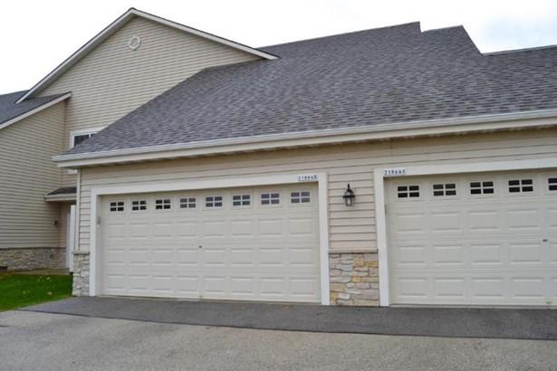 2-car garage (photo 2)