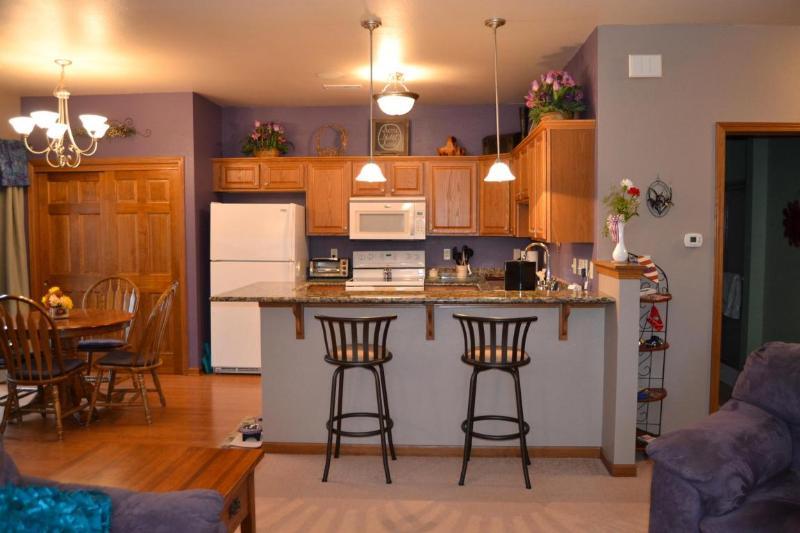 kitchen bar (photo 5)