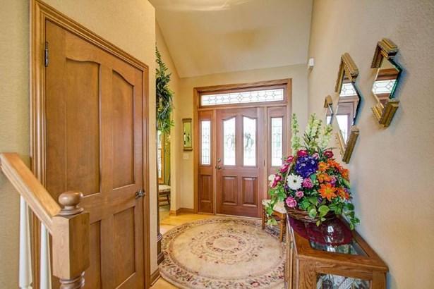 Main Entry (photo 3)