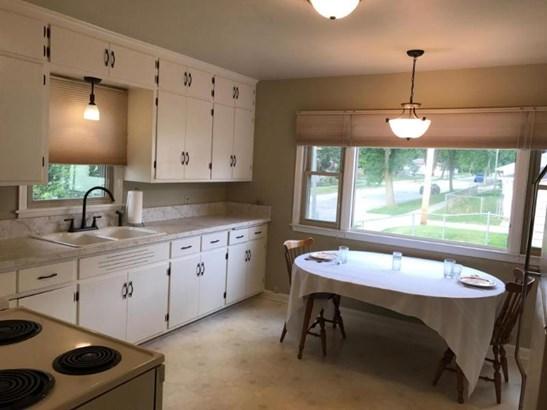 sunny kitchen (photo 2)
