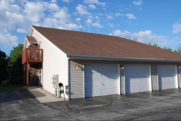 Private Garage (photo 4)