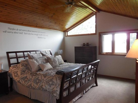 Master Bedroom with vaulted ceiling (photo 5)