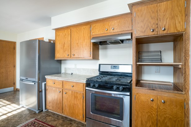 Kitchen w/ Appliance Package (photo 5)