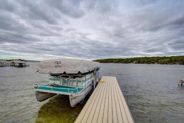 Enjoy lake views from the screen porch (photo 3)