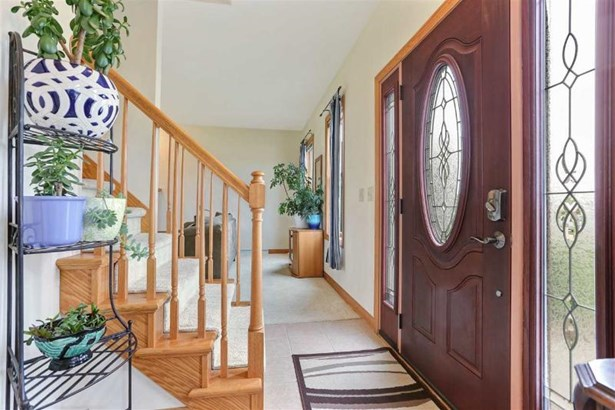 Foyer/Stunning Front Entrance Door (photo 2)