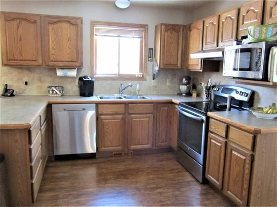 Kitchen Includes Appliances! (photo 5)