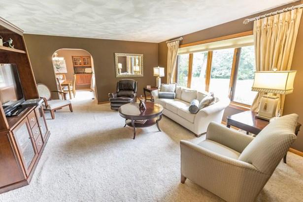 Living Room (1) (photo 4)