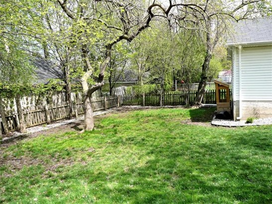 Extra deep backyard (photo 4)