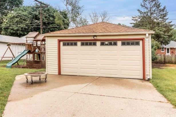 2 Car Garage (photo 5)