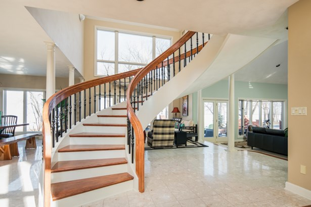 Stunning Open Staircase (photo 3)
