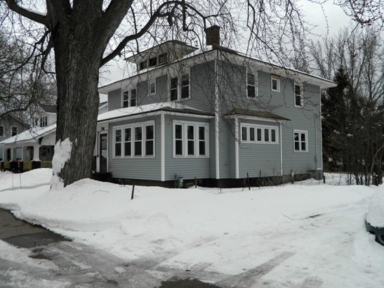 716 Mcintosch Street (photo 1)