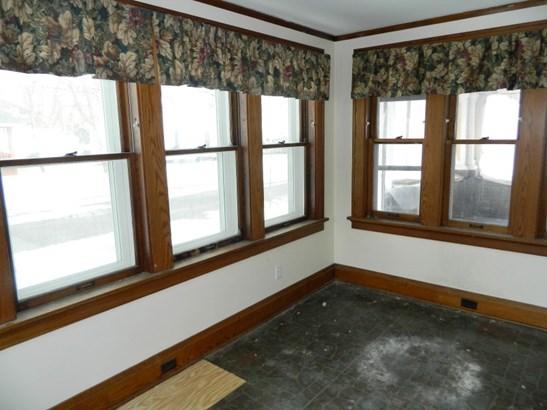 Front Sun Room (photo 2)