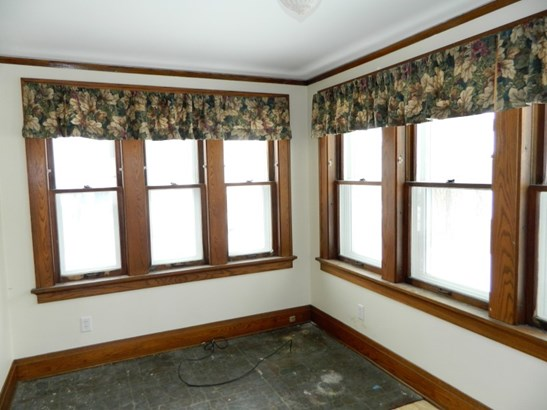 Front Sun Room (photo 3)