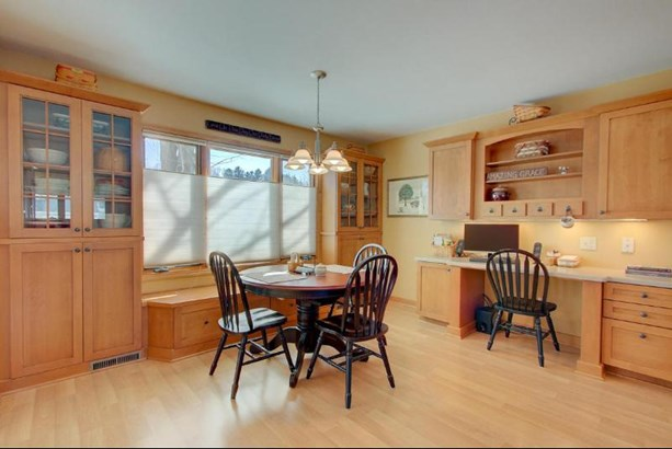 Dinette with Built-Ins (photo 4)