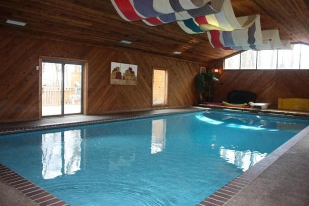 Pool room (photo 2)