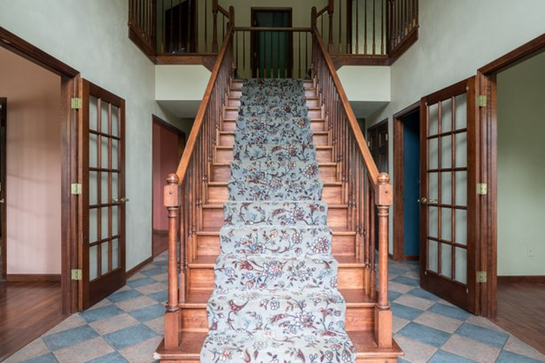 Stunning Open Staircase in Foyer (photo 2)