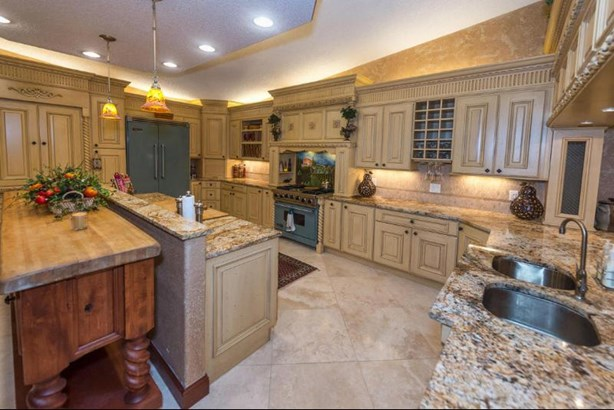 Kitchen Interior (photo 5)