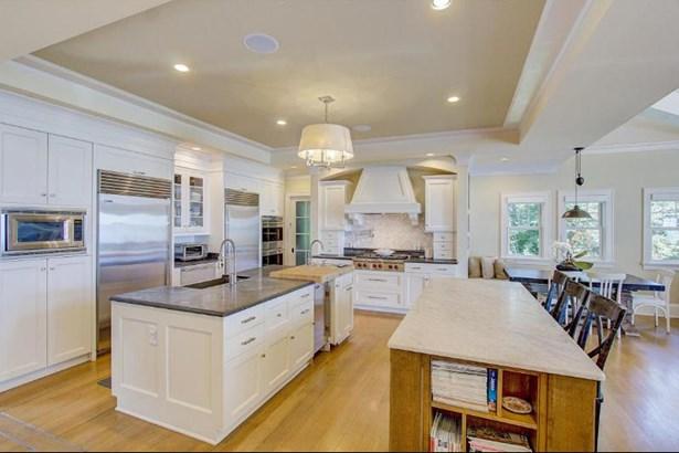 Exceptional Gourmet Kitchen (photo 2)