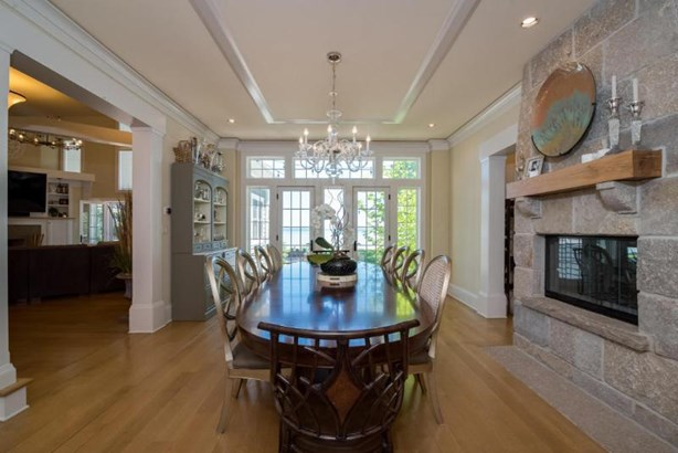Beautiful Grand Dining Room (photo 5)