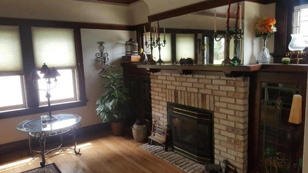 Fireplace 1 (photo 4)