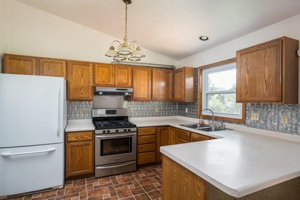 Kitchen w/ Appliance Package (photo 4)