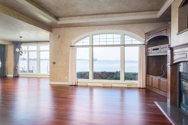 Great Room w/ Wall of Windows (photo 3)