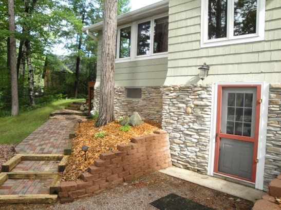 Back of Home & Landscaping (photo 2)