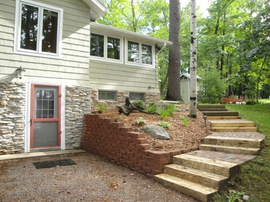 Back of Home & Landscaping 2 (photo 3)