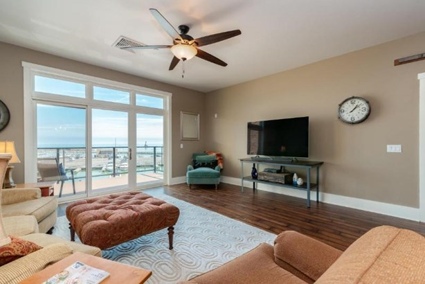 Great Room with Lake Views (photo 5)