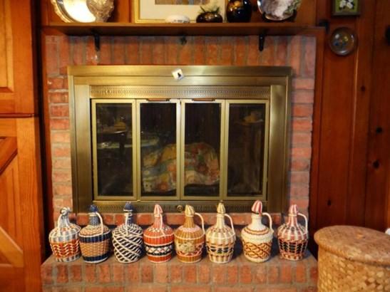 Kitchen Fireplace (photo 4)