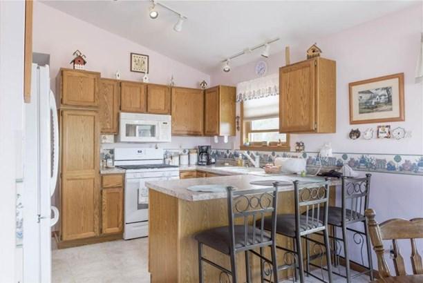 Kitchen with Appliances (photo 4)