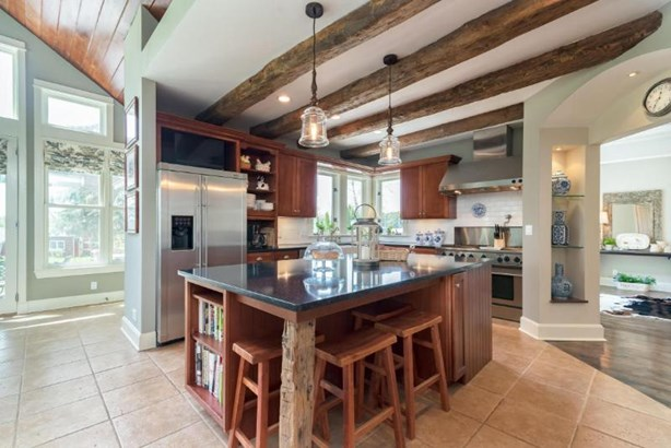 Gourmet Kitchen (photo 2)