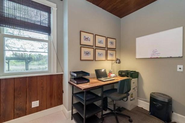 Den or Office (photo 4)
