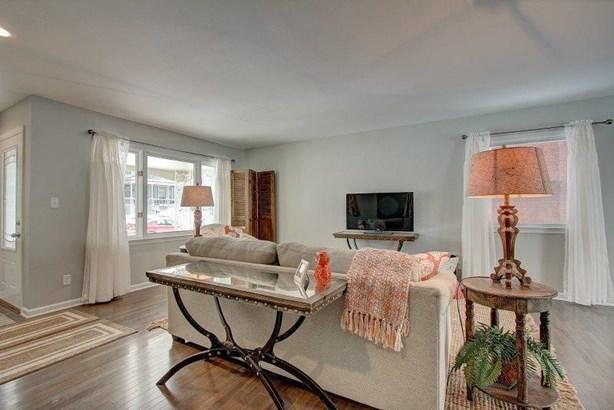 Living room iii - East side for sale (photo 4)
