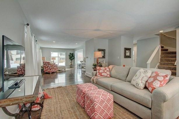 Living room II - East side for sale (photo 5)