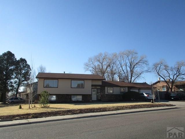 Tri-Level, Single Family - Pueblo, CO (photo 2)