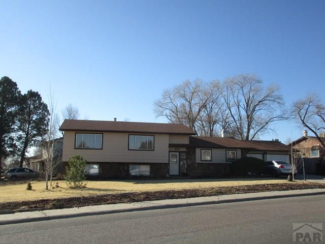 Tri-Level, Single Family - Pueblo, CO (photo 3)