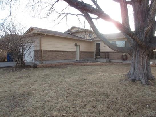 Tri-Level, Single Family - Pueblo, CO (photo 1)
