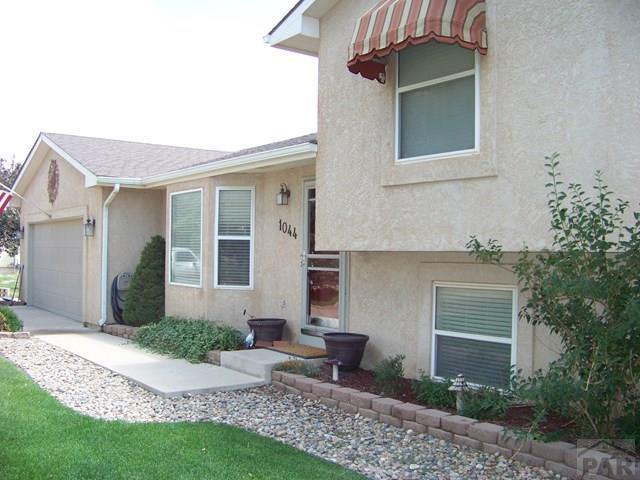 Tri-Level, Single Family - Pueblo West, CO (photo 3)