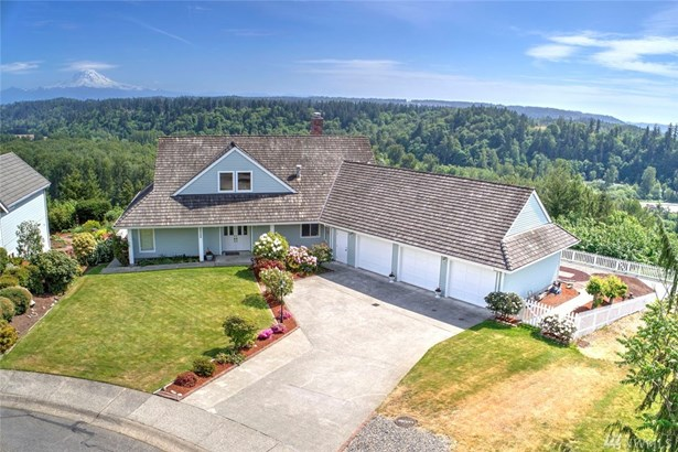 Best view in Auburn with a stunning panoramic view of Mt. Rainier and the Auburn valley