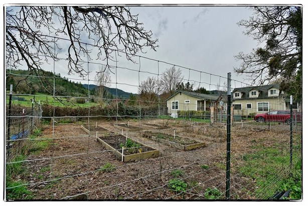 4009 Griffin Creek Rd , Medford, OR - USA (photo 2)