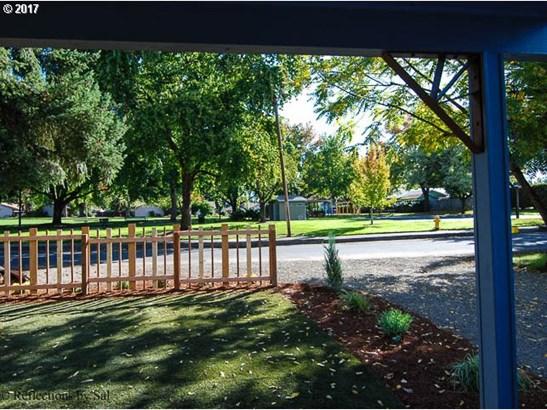 411 Nw Ebberts Ave , Hillsboro, OR - USA (photo 2)
