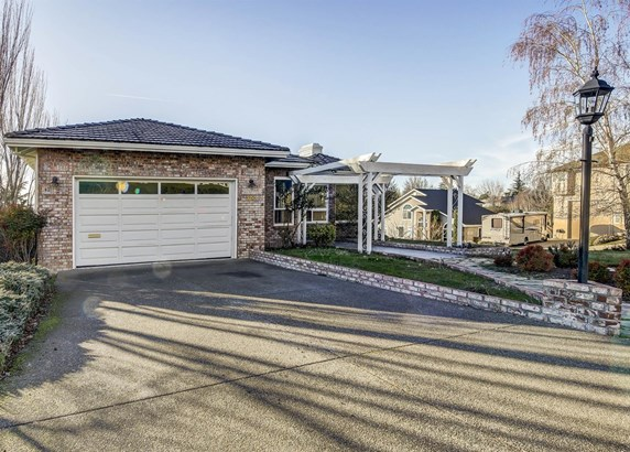 300 Orchard View Ter , Medford, OR - USA (photo 1)