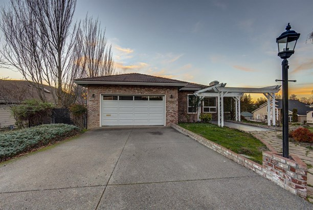300 Orchard View Ter , Medford, OR - USA (photo 2)