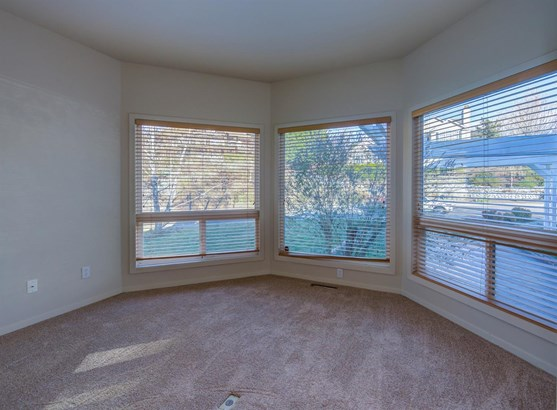 300 Orchard View Ter , Medford, OR - USA (photo 5)