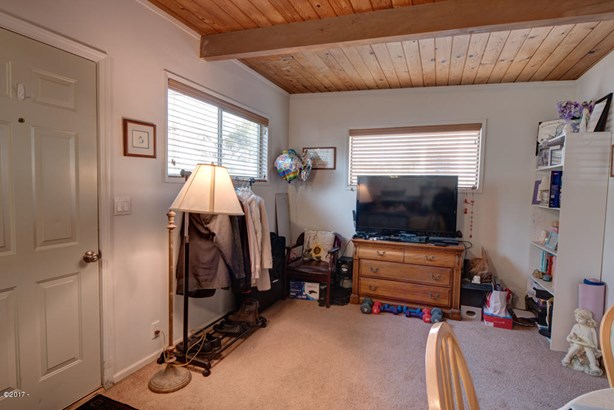 921 Sw 12th St , Newport, OR - USA (photo 3)